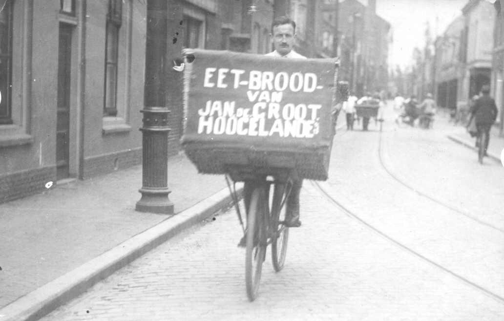 1933 Opa de Bo op bakkersfiets (002)